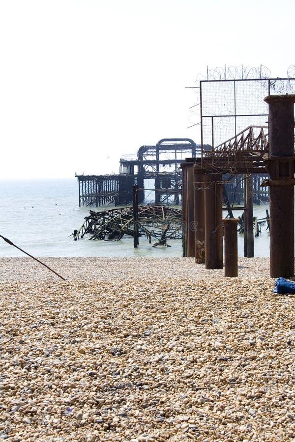 Escombros del embarcadero del oeste viejo en Brighton imágenes de archivo libres de regalías