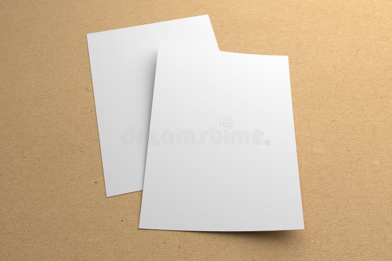 Esconda la maqueta de dos aviadores del ejemplo 3D en fondo de papel reciclado libre illustration