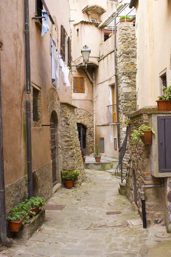 Escondrijo toscano, aldea de Castagneto foto de archivo libre de regalías