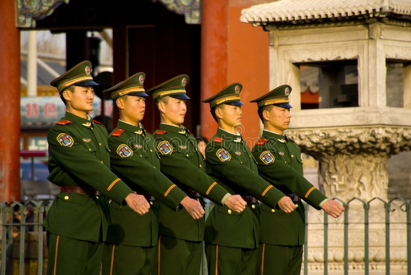 Escortes armées dans la ville interdite image stock
