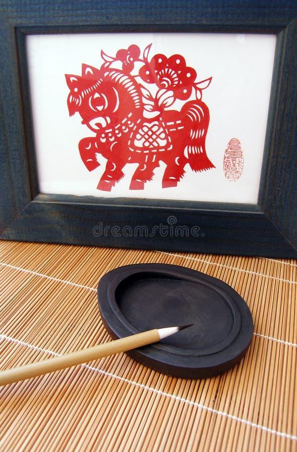 Escova chinesa da pena na pedra da tinta imagem de stock royalty free