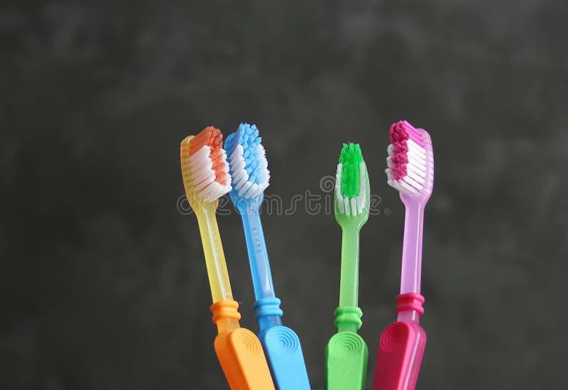 Escova colorida dos dentes imagens de stock