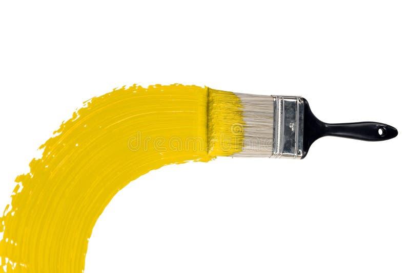 Escova com pintura amarela imagens de stock