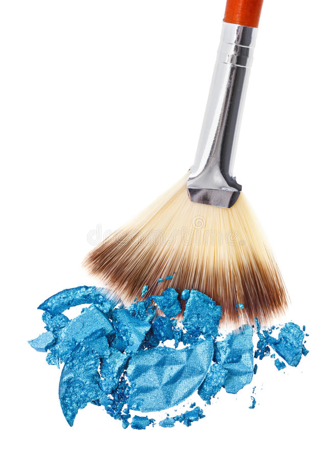 Escova da composição com sombra de olho esmagada azul imagem de stock