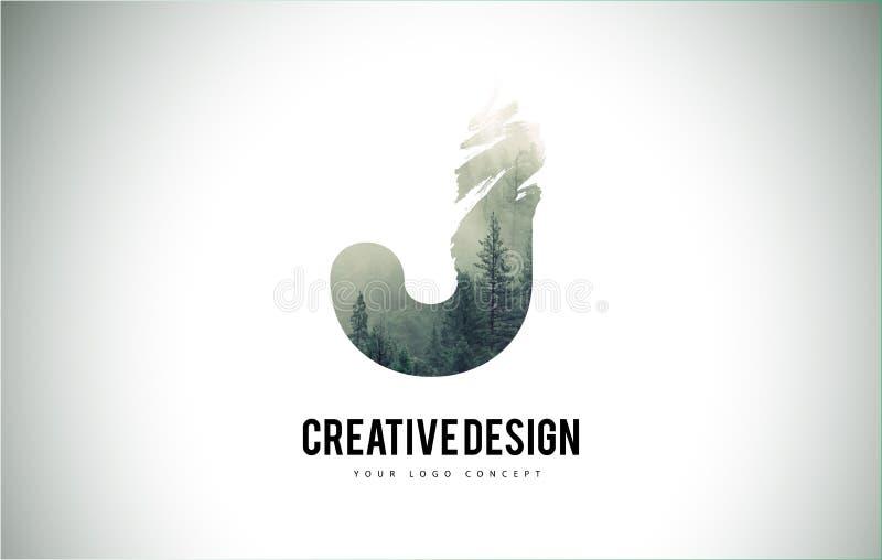 Escova da letra de J com Forest Fog Texture Forest Trees Letter Logo ilustração royalty free