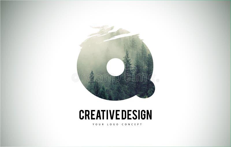 Escova da letra de Q com Forest Fog Texture Forest Trees Letter Logo ilustração royalty free
