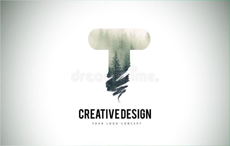 Escova da letra de T com Forest Fog Texture Forest Trees Letter Logo ilustração do vetor