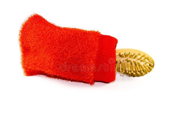 Escova da massagem com luva da massagem foto de stock