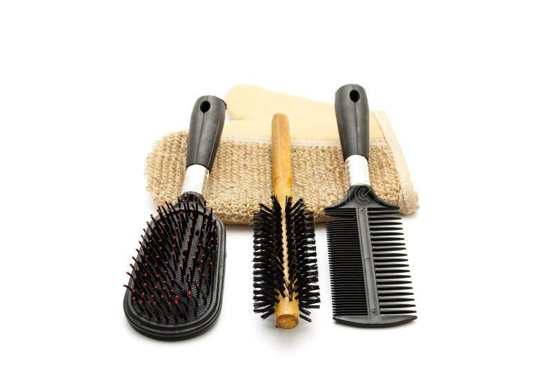 Escova de cabelo diferente com luva da massagem imagens de stock