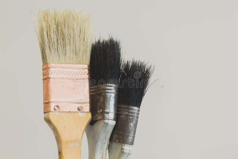 Escova de pintura com o punho de madeira imagem de stock royalty free