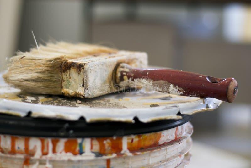 Escova de pintura velha imagens de stock
