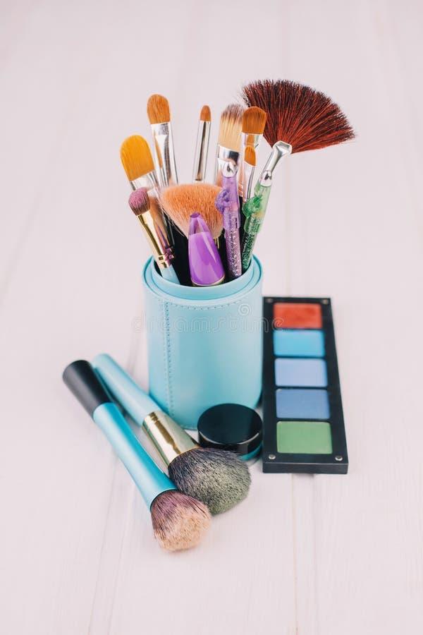 Escova e cosméticos da composição imagens de stock royalty free