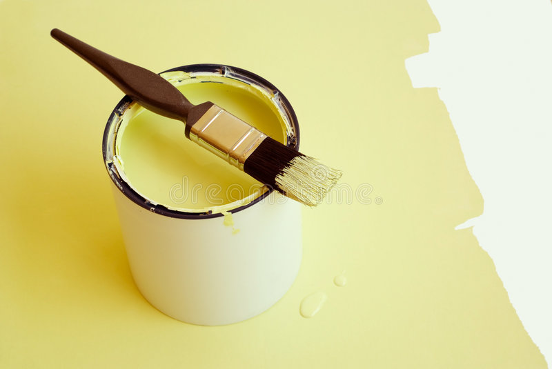 Escova e estanho de pintura foto de stock royalty free