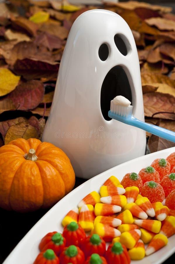 Escovadela de dentes espectral de Halloween imagem de stock