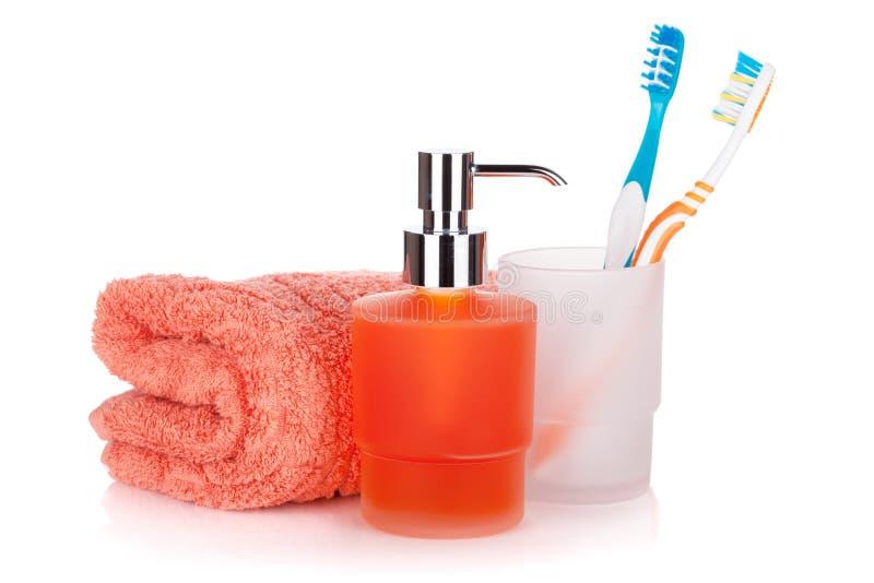 Escovas de dentes, sabão líquido e toalha imagem de stock