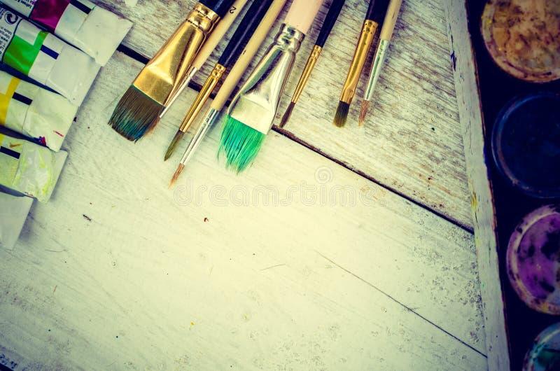Escovas de pintura do artista fotos de stock royalty free