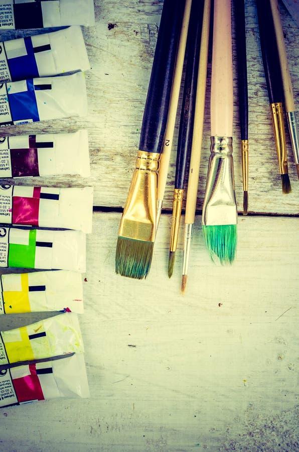 Escovas de pintura do artista fotografia de stock royalty free