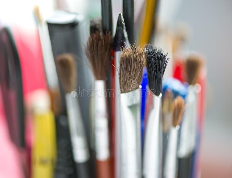 Escovas de pintura Materiais da pintura Conceito da educação artística, da arte e da faculdade criadora Foco seletivo Copie o esp foto de stock royalty free