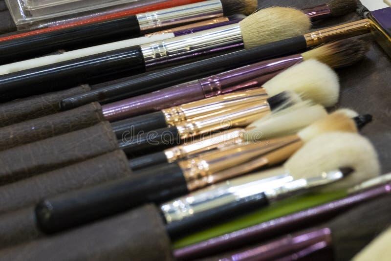 Escovas do maquilhador Fundo Tema do estilo da forma imagem de stock royalty free