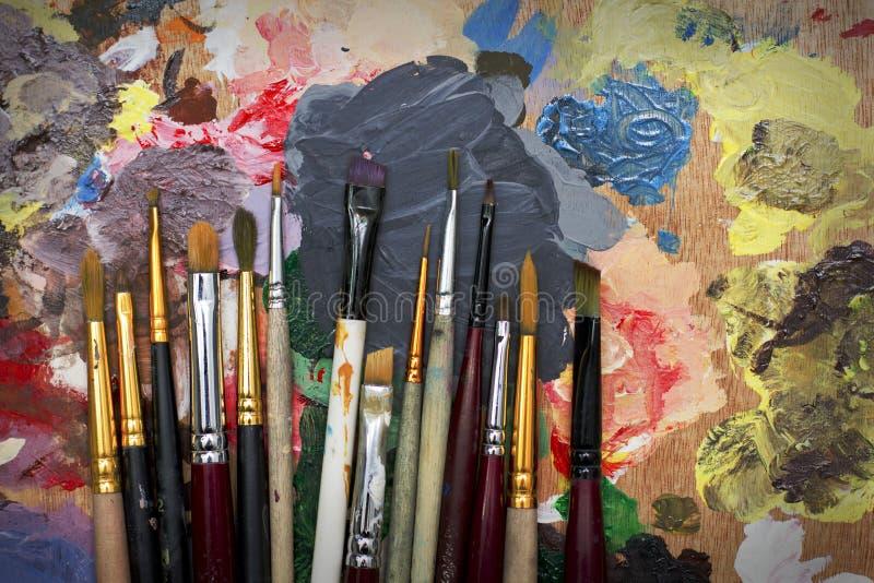 Escovas e paleta imagens de stock