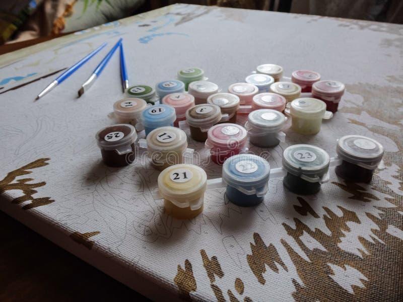 Escovas e pintura fotografia de stock