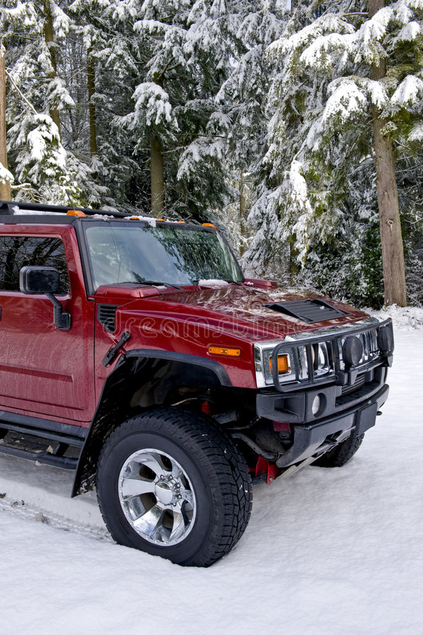Escove o Hummer H2 do protetor na neve fotos de stock royalty free