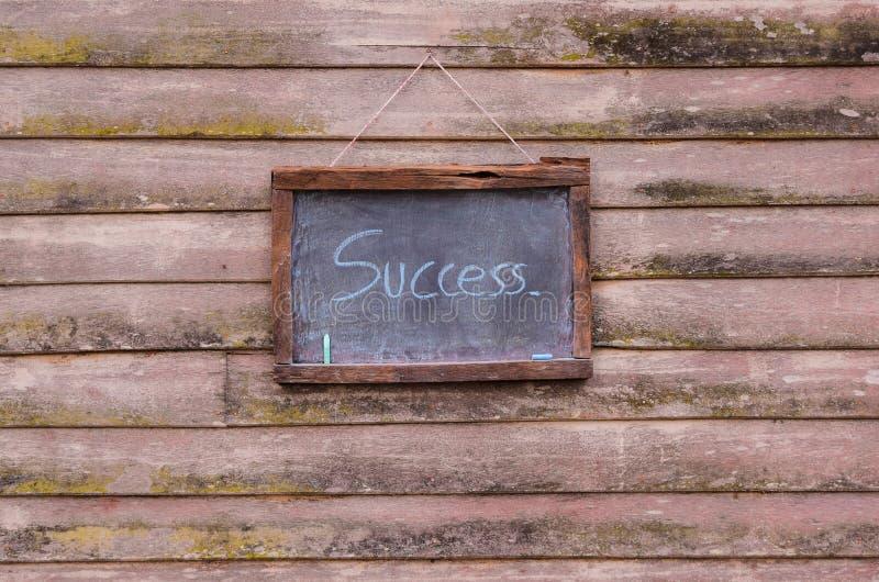 escreva o sucesso no quadro-negro da placa de giz fotografia de stock