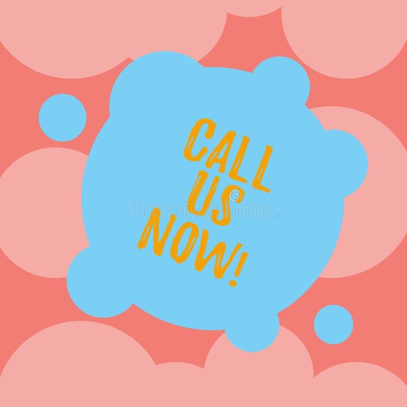 Escrevendo a exibição da nota chame-nos agora Apresentar da foto do negócio comunica-se pelo telefone para contactar o apoio do s ilustração stock