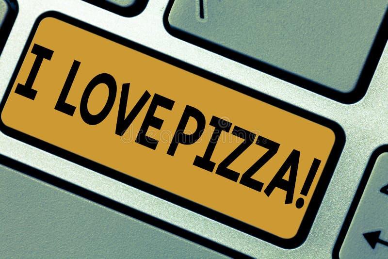 Escrevendo a nota que mostra eu amo a pizza Foto do negócio que apresenta para gostar do alimento muito italiano com os pepperoni fotos de stock royalty free
