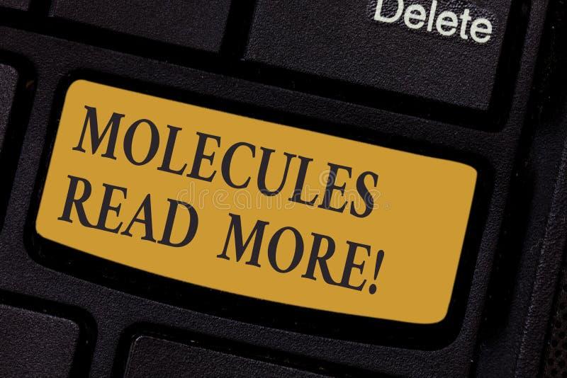 Escrevendo a nota que mostra moléculas leia mais Foto do negócio uma quantidade a menor apresentando de ácaro químico da partícul imagem de stock royalty free