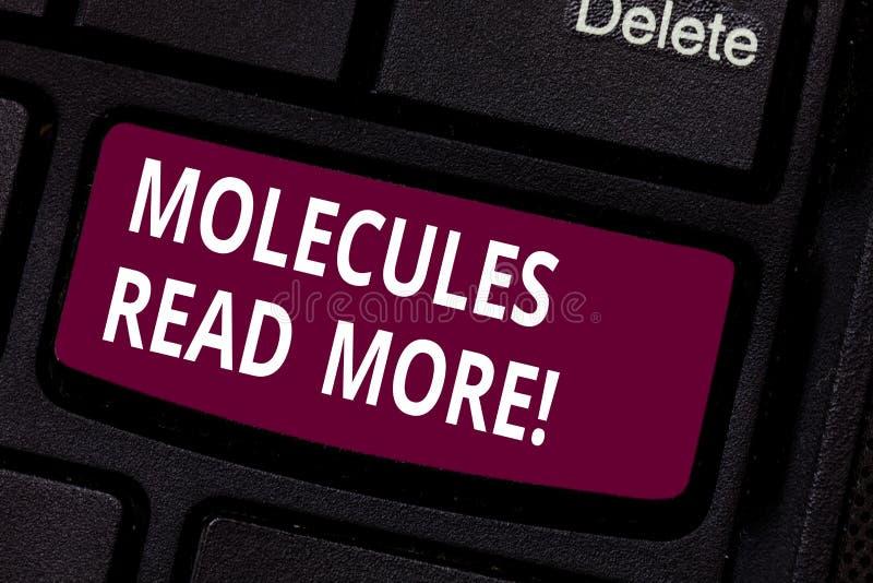 Escrevendo a nota que mostra moléculas leia mais Foto do negócio uma quantidade a menor apresentando de ácaro químico da partícul fotografia de stock royalty free