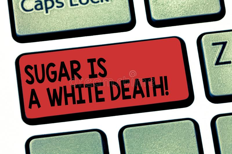 Escrevendo a nota que mostra a Sugar Is uma morte branca Os doces apresentando da foto do negócio são alerta perigoso do diabetes imagem de stock