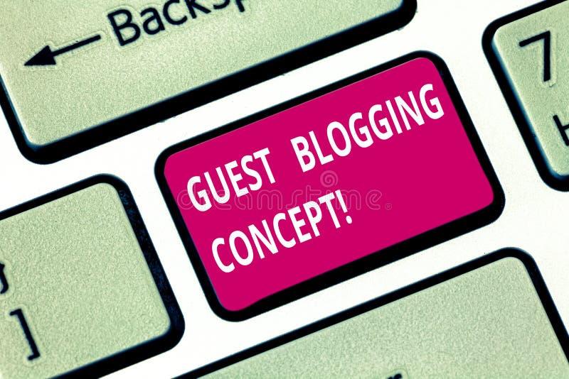 Escrevendo o conceito publicando em blogs do convidado da exibição da nota Foto do negócio que apresenta escrevendo um cargo do b imagens de stock royalty free