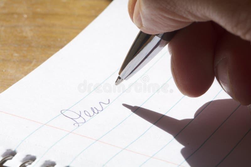 Escrevendo uma letra fotografia de stock