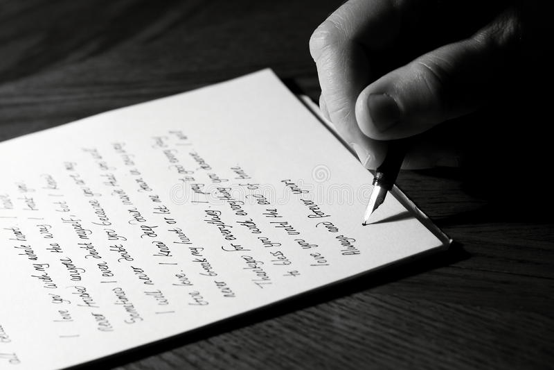 Escrevendo uma letra de amor imagens de stock royalty free