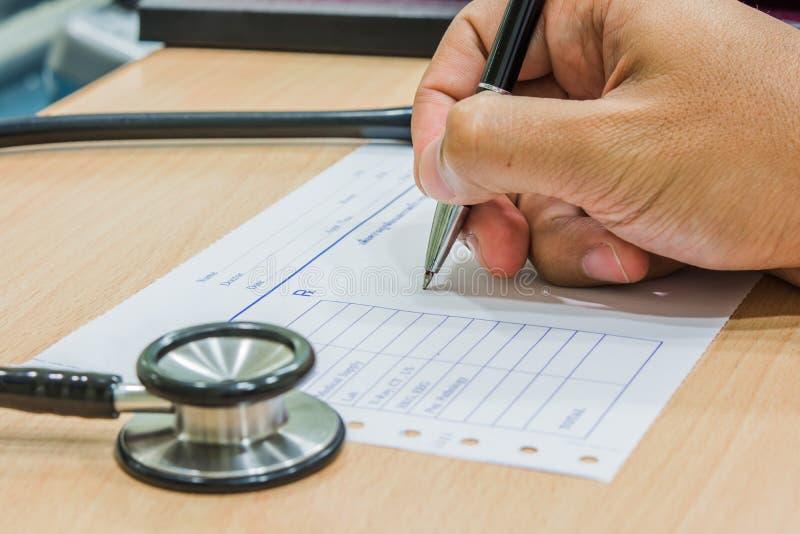 Escriba la medicina de la orden foto de archivo