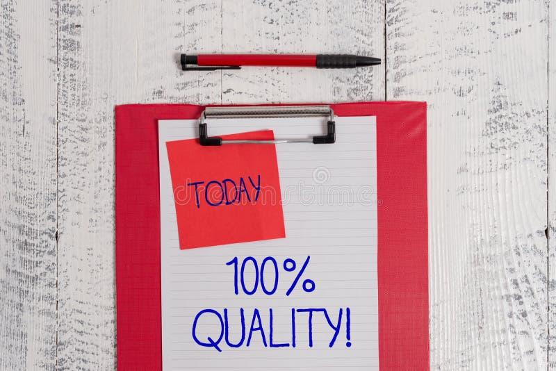 Escribiendo a demostración de la nota el 100 por ciento de calidad Foto del negocio que no muestra top garantizado de las sustanc imagen de archivo libre de regalías