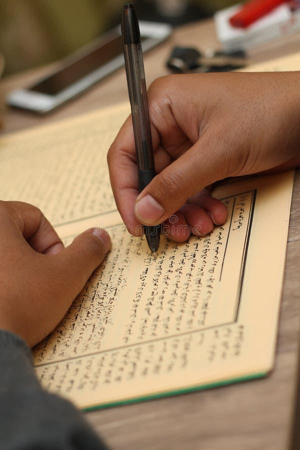 Escribiendo en un libro, versión 2 imagen de archivo libre de regalías