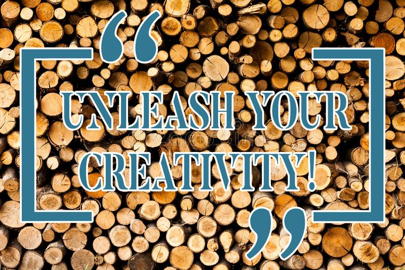 Escribiendo la demostración de la nota suelte su creatividad La exhibición de la foto del negocio desarrolla la sabiduría persona imagen de archivo
