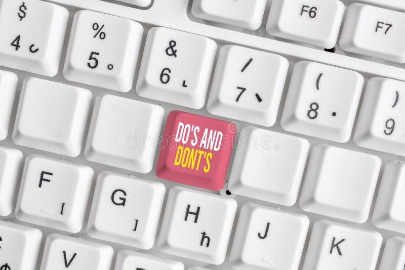 Escribir texto de Word Hacer S Y No S. Concepto de negocio para reglas o costumbres relativas a alguna actividad o acciones Teclad imagen de archivo libre de regalías