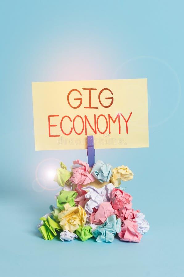 Escribir texto Gig Economy Concepto de negocio para el sistema de libre mercado en el que las posiciones temporales son comunes R fotos de archivo libres de regalías