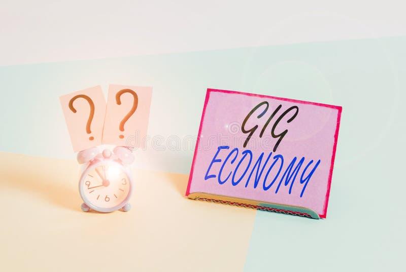 Escribir texto Gig Economy Concepto de negocio para el sistema de libre mercado en el que las posiciones temporales son comunes M fotografía de archivo