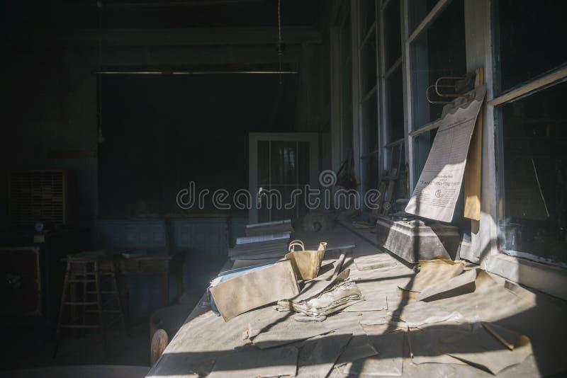 Escritório abandonado velho do vintage na cidade ocidental velha Bodie, imagem de stock