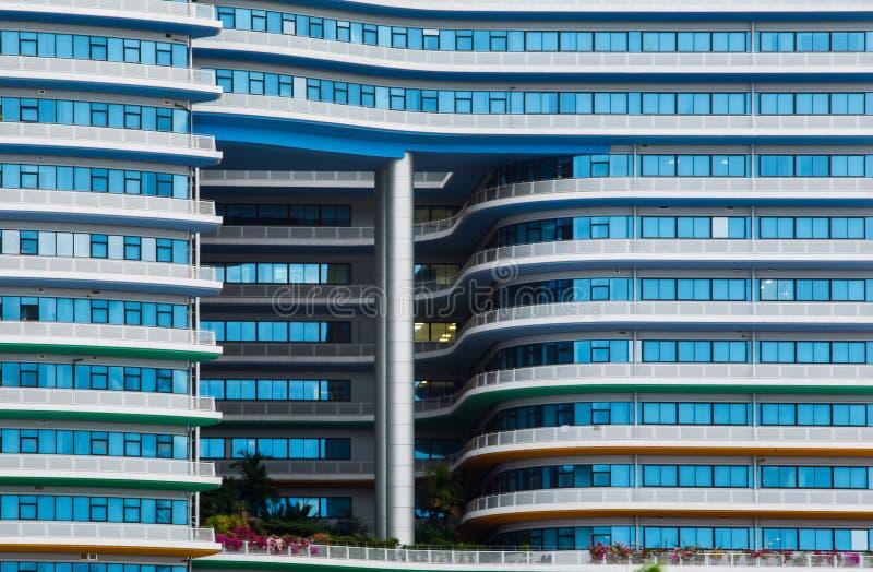Escritório azul da janela de vidro imagem de stock royalty free