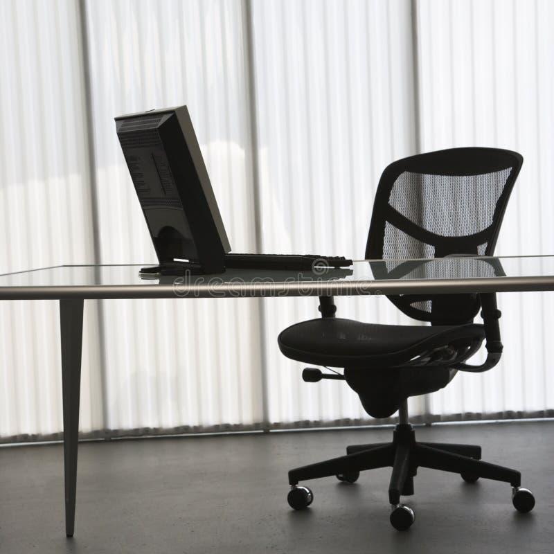 Escritório com computador. imagem de stock