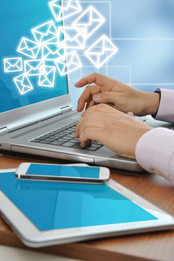 Escritório com computadores e telefones fotografia de stock