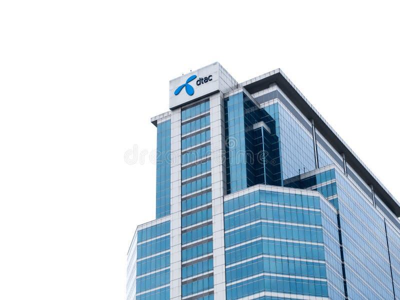 Escritório de Ead da empresa do operador do telefone celular de DTAC na construção de Tailândia foto de stock