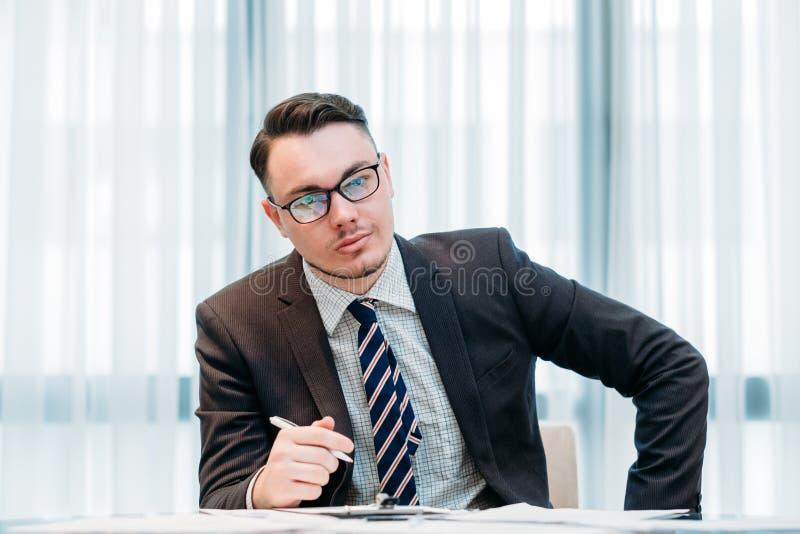 Escritório de gerente incorporado do trabalho do analista do negócio imagem de stock royalty free