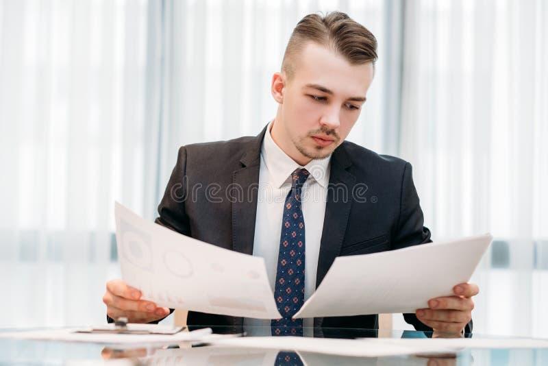 Escritório de trabalho do gerente executivo do analista do negócio fotos de stock royalty free