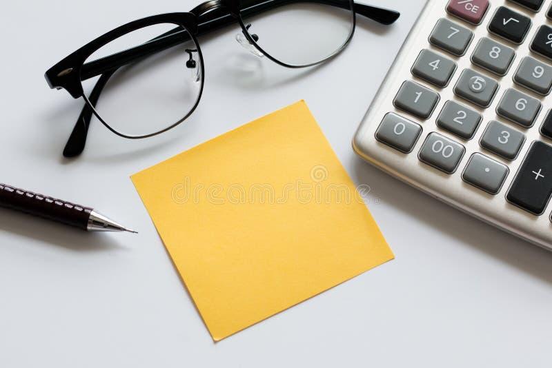 Escritório do equipamento do negócio no fundo branco fotografia de stock royalty free